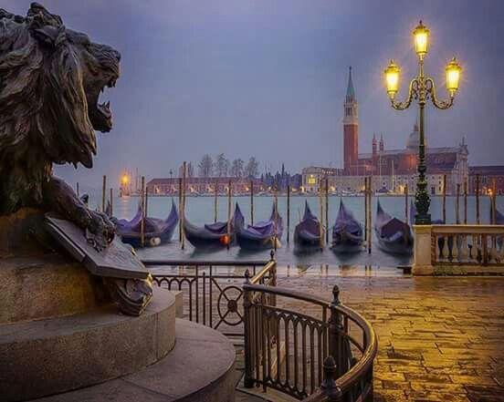 Венеция през нощта