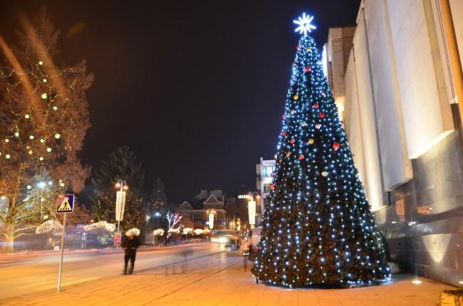 Коледните светлини грейнаха във Велико Търново