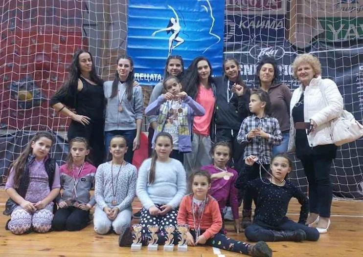 """Танцово студио """"Динамик"""" с награди от """"Децата ни танцуват"""""""