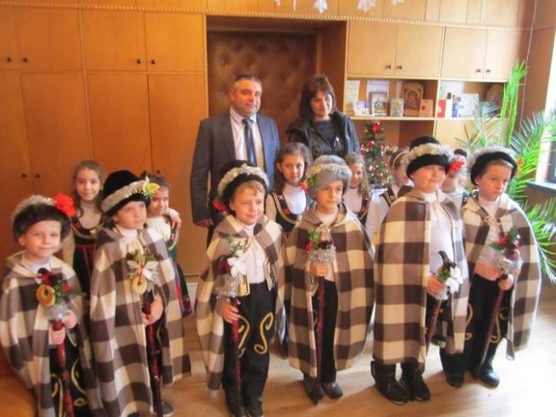 Коледарчета наричаха за здраве и берекет в ОДМВР – Велико Търново