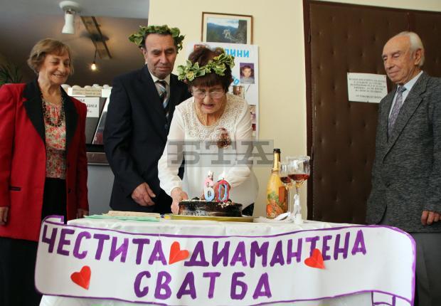 """След 60 години брак семейство Климентови от Велико Търново отново казаха """"Да"""" на диамантената си сватба"""