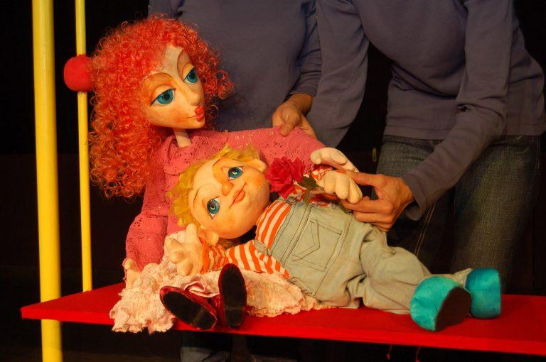 """Спектакълът """"Откъде дойдоха бебетата?"""" представят на сцената на Театър ВЕСЕЛ"""