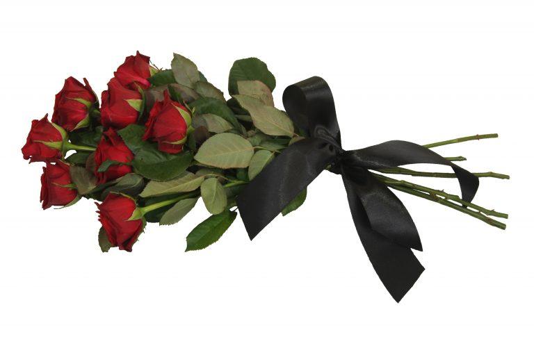 Венци и цветя бяха поднесени на паметната плоча на Емил Шарков в двора на Професионалната гимназия по електроника