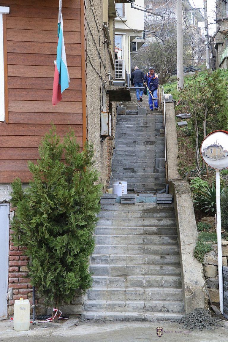 """Приключва ремонтът на част от стълбите към улица """"Панорамна"""""""