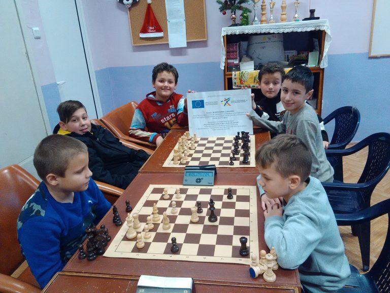 """42 млади шахматисти спориха за купа """"Етър"""""""