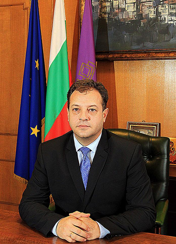 Кметът на Велико Търново инж. Даниел Панов благодари на жените за големия принос, който имат за развитието и просперитета на града