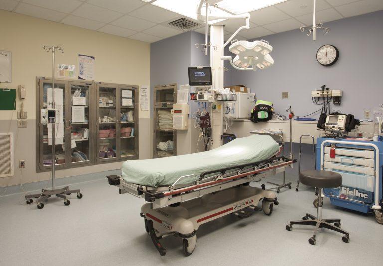 Обновиха операционните на областната болница в Търново