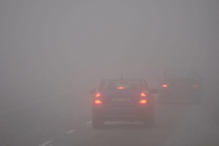 Мъгла ограничава до 100 метра видимостта в града