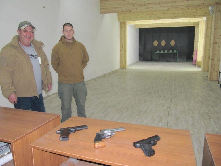 Счетоводител и търговец превърнаха стара фабрика в стрелбище в Търново