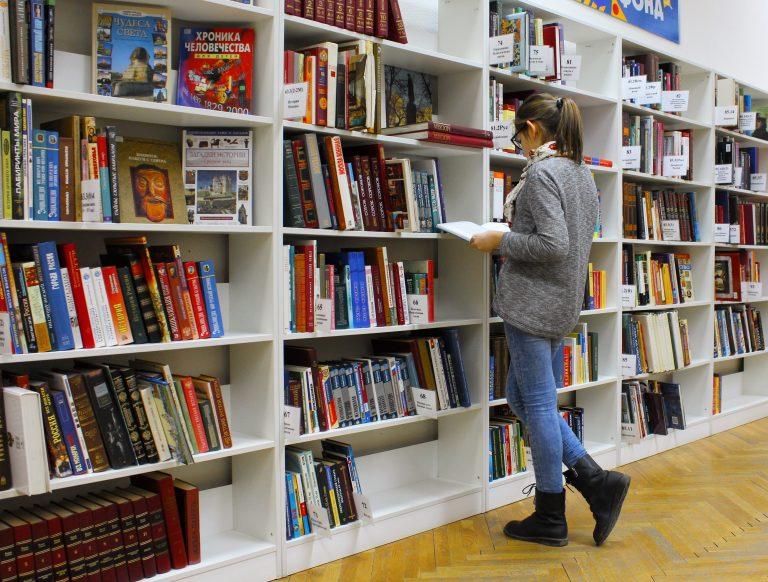 """""""Селфи с книга"""" ще насърчава младите да четат"""