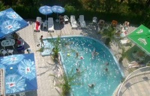 Плувният басейн.